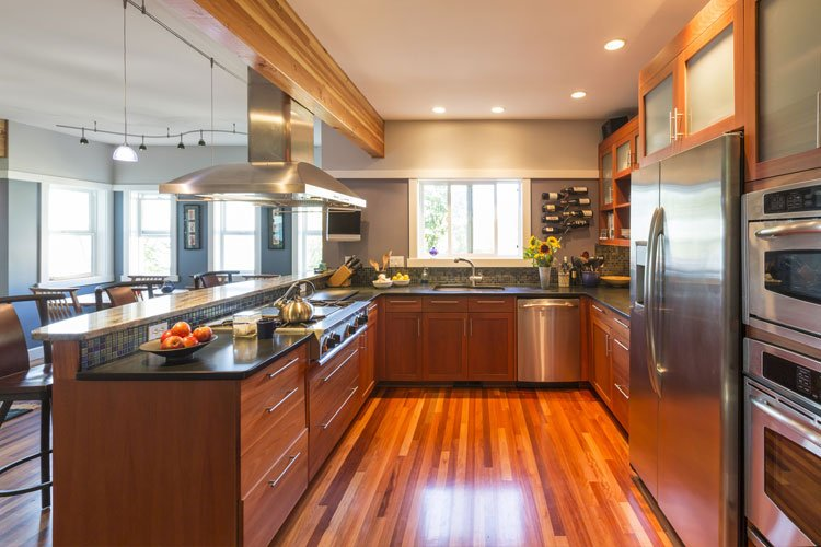 hardwood-kitchen-colorful